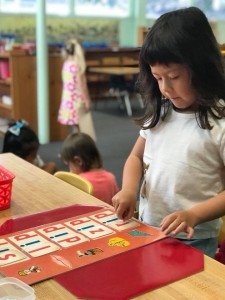 Learning to read by building words